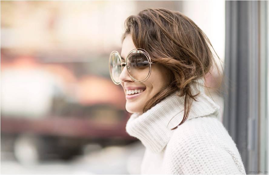 dac3fff12 ... é preciso usar óculos de sol também no inverno? oculos sol escuros  inverno
