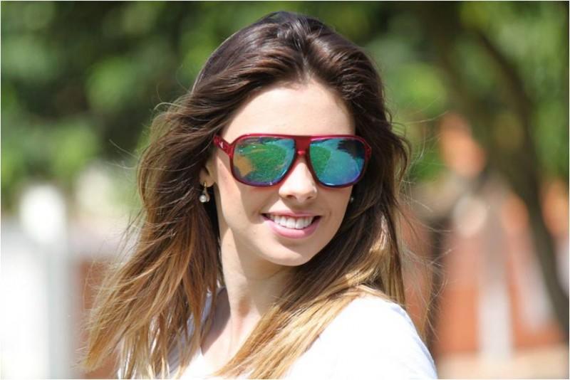 e91da9458cf3f Benefícios dos óculos espelhados de acordo com as cores das lentes
