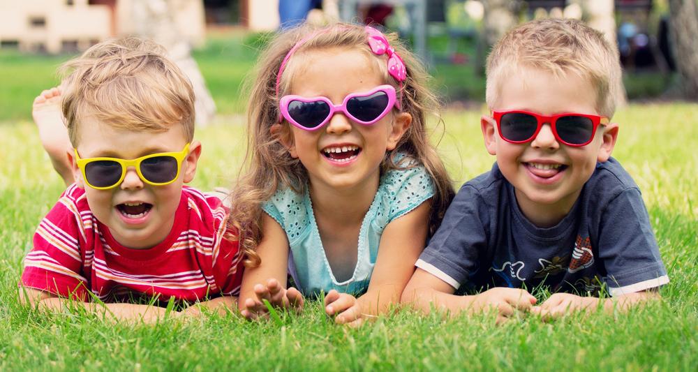 criancas-oculos-escuros
